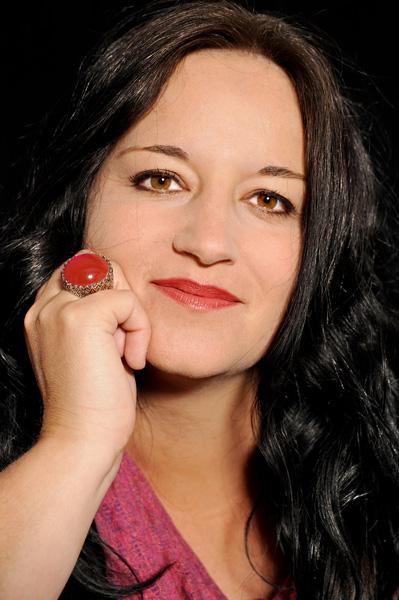 Tania Portrait bunt