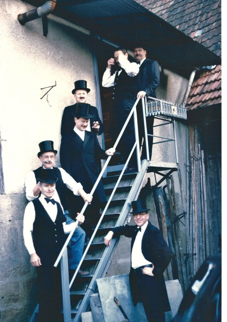 steile Treppe b 1975 klein